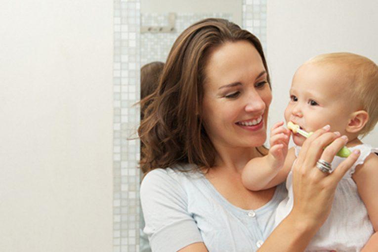 نحوه تشویق کردن کودکان به مسواک زدن