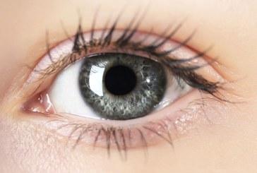 چشمپزشک نپالی در ۵ دقیقه نابینا را بینا میکند