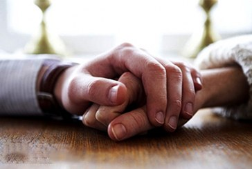 دست همسرتان را بگیرید؛ به همین سادگی!